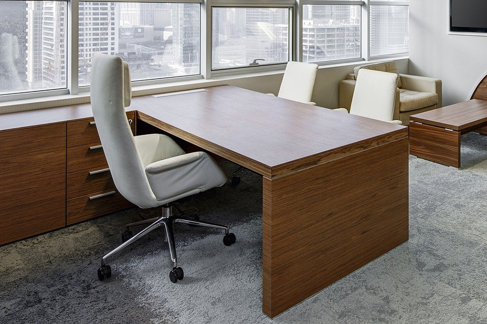 How tall should a desk be